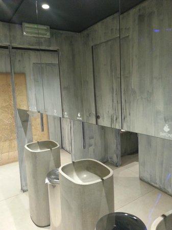 Larte: la toilette.... bellissima