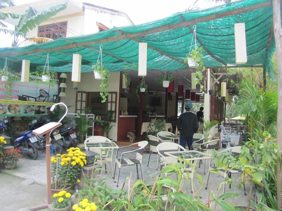 Riverside Garden Restaurant: Try and Visit if you Can