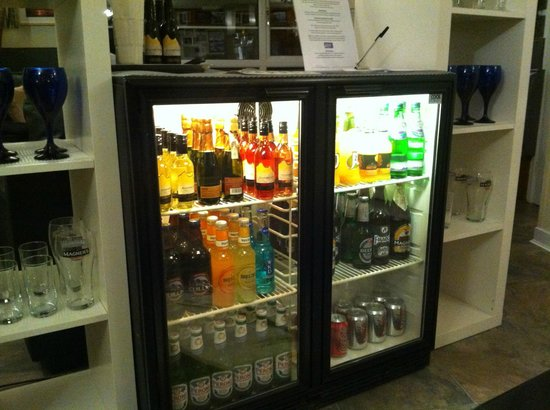 Cnoc-na-Faire : Great honesty bar in the residents lounge.