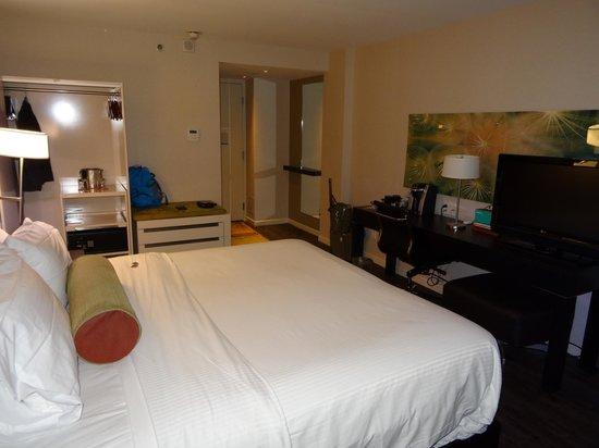 Hotel Indigo Boston - Newton Riverside : Номер с королевской кроватью