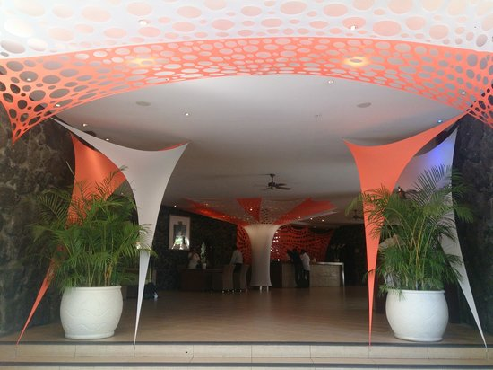 La Pirogue Resort & Spa : Entrance