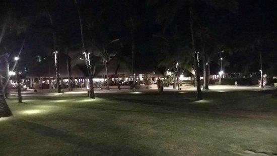 La Pirogue Resort & Spa : Night Stroll