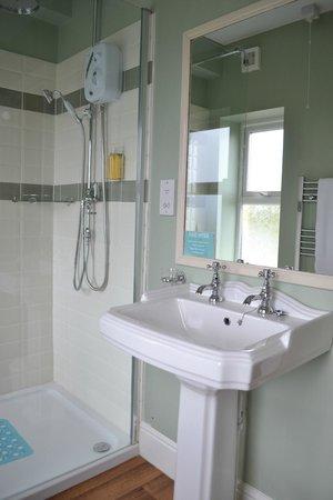Varley House: Single Room Bathroom
