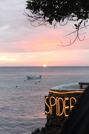 Spider House Resort: Witness the sun set from the lobby/restaurant bar area