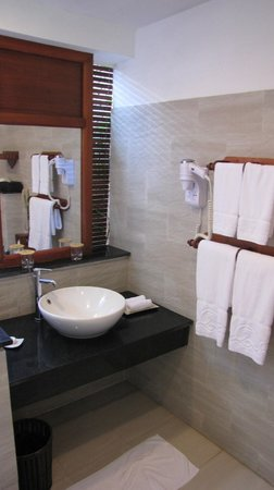 Palm Garden Beach Resort & Spa: Bathroom