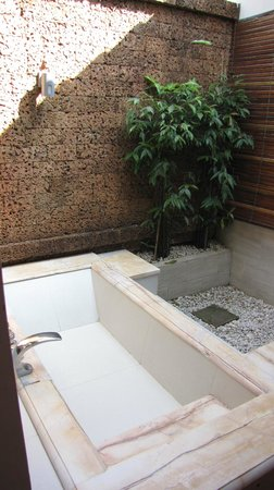 Palm Garden Beach Resort & Spa: Outdoor Bath!