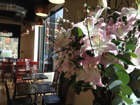 Cherry Duck Harbourside Bistro: Always Fresh Flowers from Thea