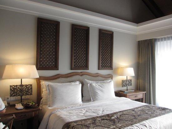 Sudamala Suites & Villas: Great big comfortable bed...