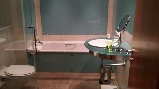 The Glasshouse, Autograph Collection: Well appointed loo.