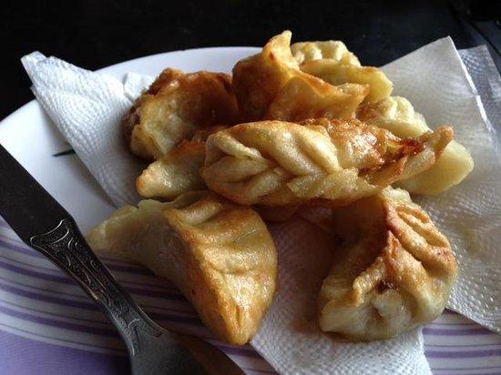 Hot Stimulating Cafe : Fried veg momos