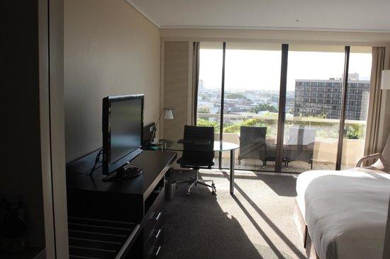 Hilton Cairns: Room & Balcony