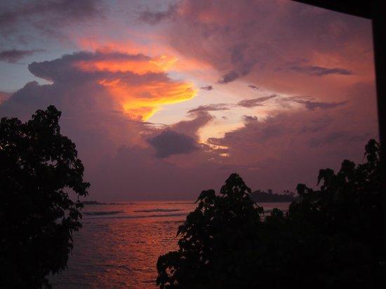 Sun'n'Sea Hotel: Красивый закат