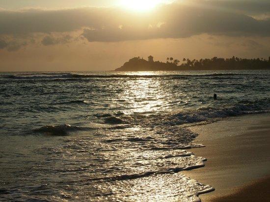 Sun'n'Sea Hotel : Замечательный пляж
