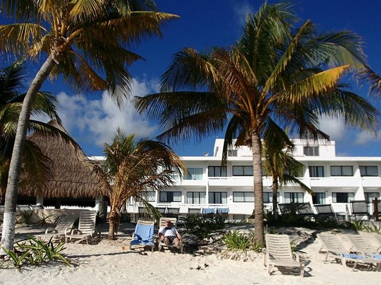 Cancun Bay Resort: Hotel from beach