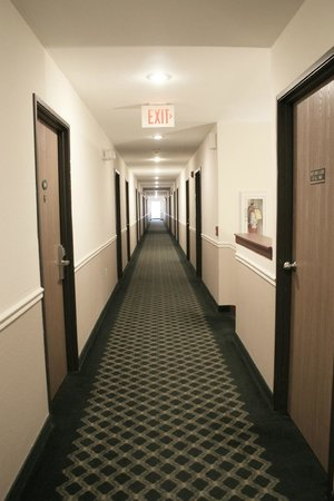 Americas Best Value Inn New Florence: Second Floor Hall