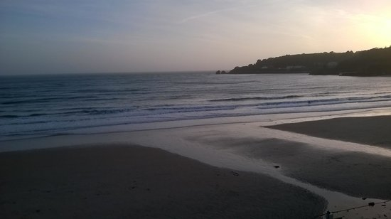 L'Horizon Beach Hotel & Spa: Sundown over St Brelades Bay