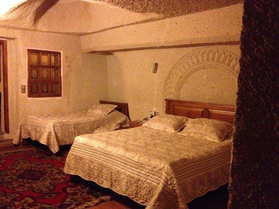 Stone House Cave Hotel : Camera da letto...
