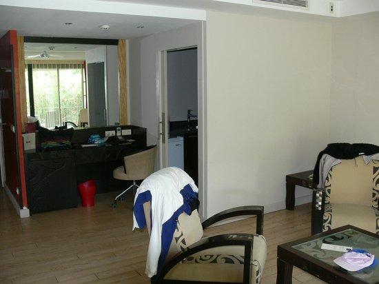 Manava Suite Resort Tahiti: Coin salon de la chambre