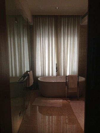 The Oberoi, Gurgaon: Bathroom