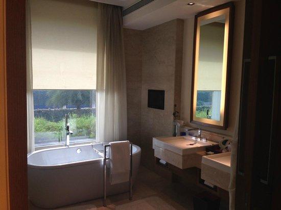 The Oberoi, Gurgaon: Bathroom View