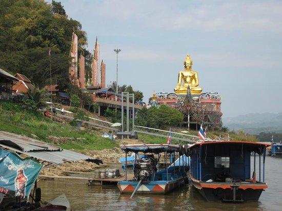 Sop Ruak - the center of the Golden Triangle : Phra Chiang Saen Si Phaendin