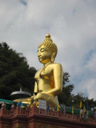 Sop Ruak - the center of the Golden Triangle : Гигантский будда Phra Chiang Saen Si Phaendin