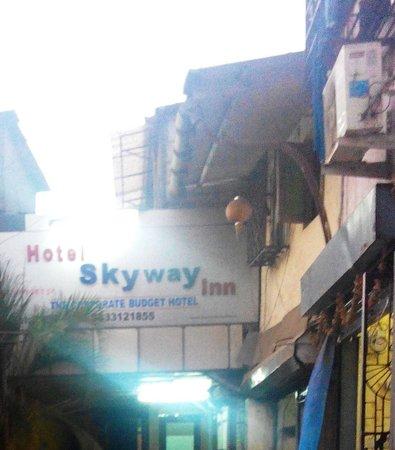 Hotel Skyway Inn : Entrance