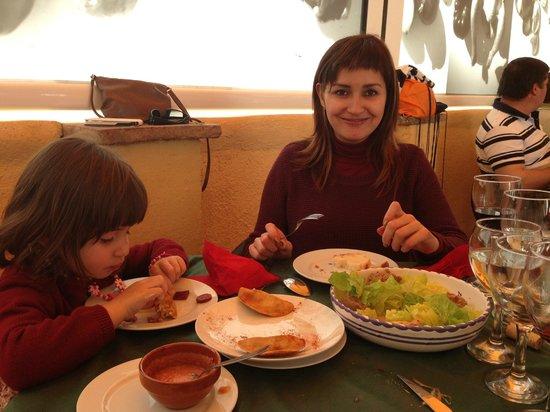 Restaurante Marqués de Cruilles: Como disfrutan, sobre todo la niña