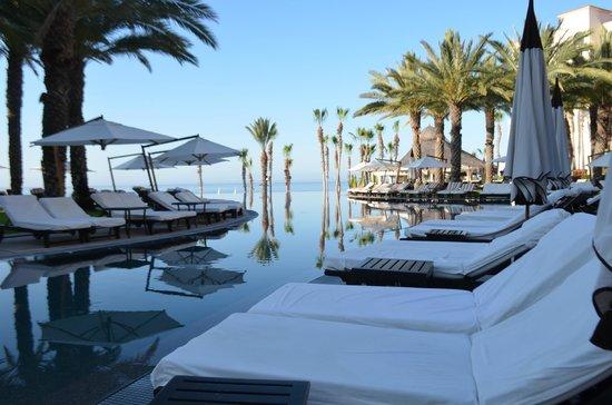 Hilton Los Cabos Beach & Golf Resort : pool/chairs