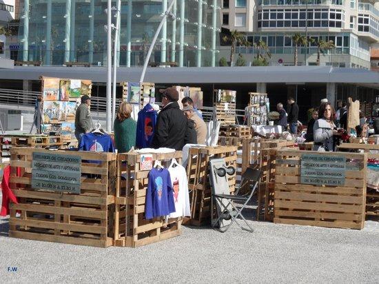 Puerto de Málaga : Kunstenmakers bij elkaar .