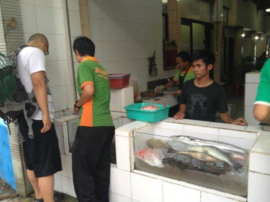 Pandan Sari Cafe : 自己挑选想要的海鲜