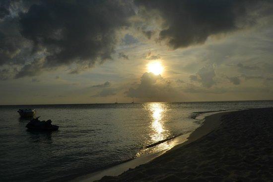 Fihalhohi Island Resort: Tramonto 2