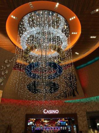 Twin Arrows Navajo Casino Resort: Chandelier Over Lobby