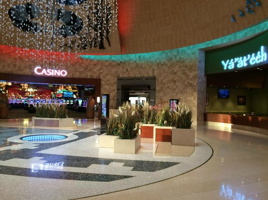 Twin Arrows Navajo Casino Resort : Lobby Area