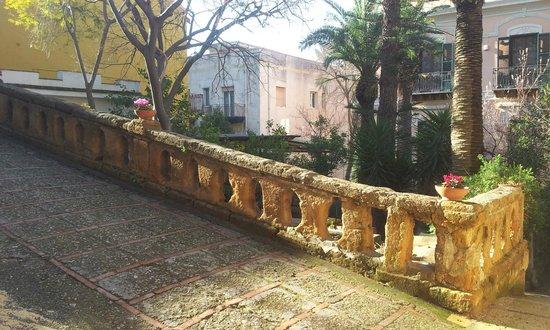 B&B Villa Pirandello : balconata di accesso al B&B