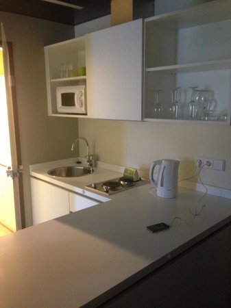 Harry's Home Hotel Linz: Kitchenette