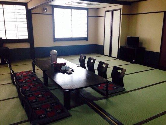 Nagoya Katei Miyoshi: 10人部屋