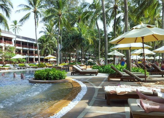 Katathani Phuket Beach Resort : Pool area..