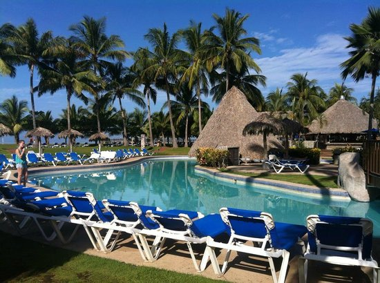 Doubletree Resort by Hilton, Central Pacific - Costa Rica: part of the main pool and swim up bar