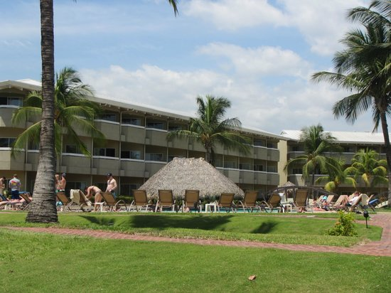 Doubletree Resort by Hilton, Central Pacific - Costa Rica: building 3, pool and swim up bar
