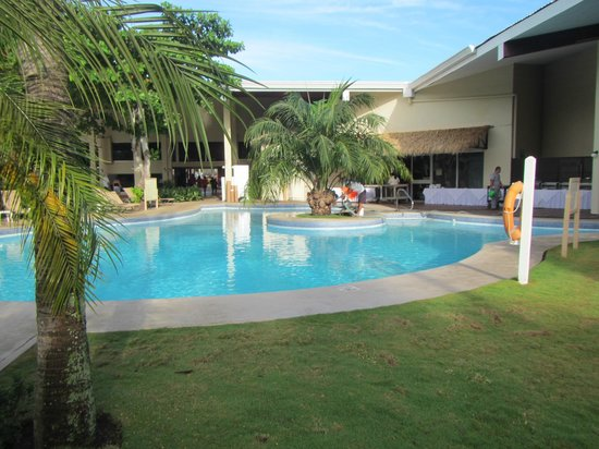 Doubletree Resort by Hilton, Central Pacific - Costa Rica: small quiet pool inside of building 1/front desk grounds