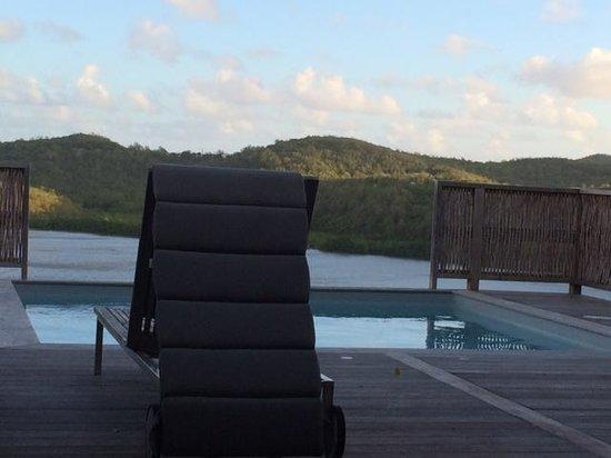 Hotel Plein Soleil: Vue terrasse chambres avec vue + piscine