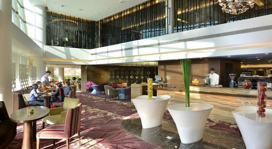 Crowne Plaza Ahmedabad City Centre: Tea lounge