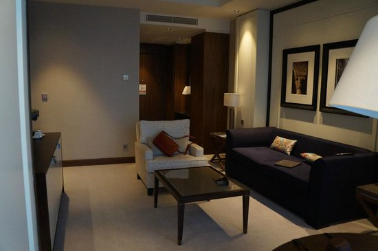 Hilton Istanbul Bomonti Hotel & Conference Center : Living Room of Suite