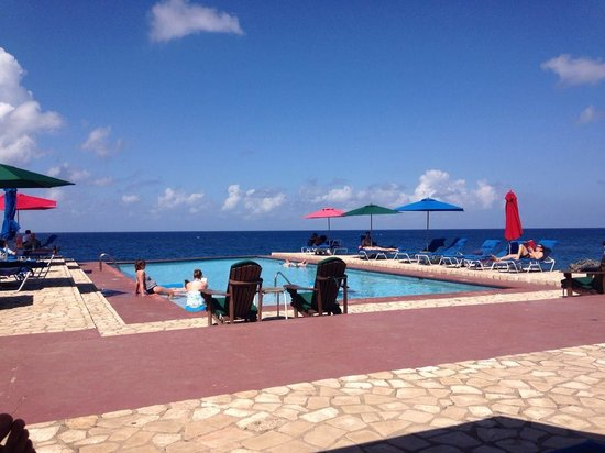 Rockhouse Hotel: Plenty of pool umbrellas and deck chairs