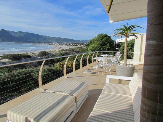 The Last Word Long Beach: terrace and breakfast area