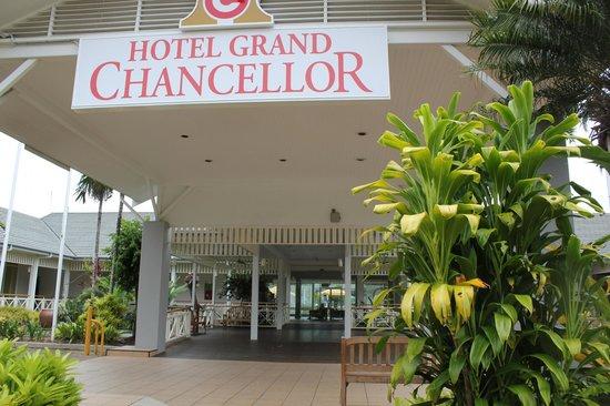 Hotel Grand Chancellor Palm Cove: Front entrance
