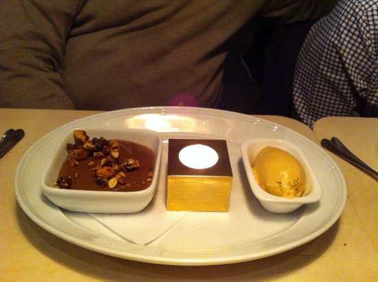 Tradition : Chocolate pudding with caramel ice cream