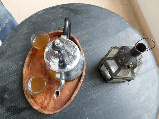 Riad Dar Nimbus: thé à la menthe