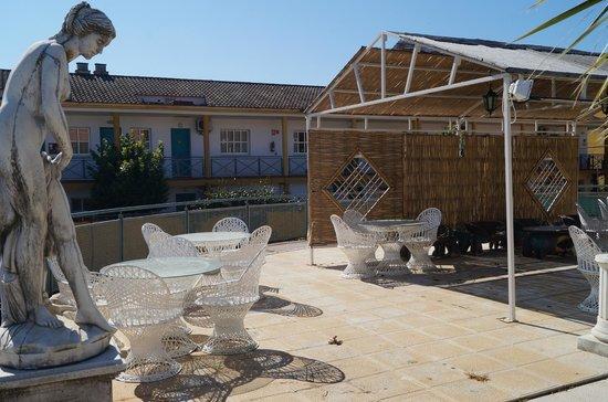 Hotel JM Jardin de la Reina : Zona junta da piscina